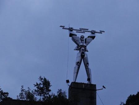 38. Statuia energeticianului.JPG