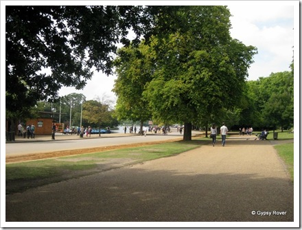 The cycleway, horse lane and pedestrian walk through Hyde Park.