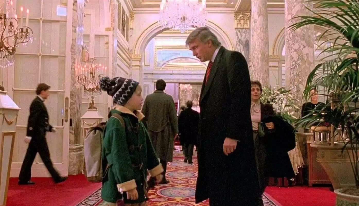 """Bạn biết: Tổng thống Trump từng """"cò kè điều kiện"""" để được xuất hiện trong """"Ở nhà một mình 2"""", một phim Giáng sinh?"""