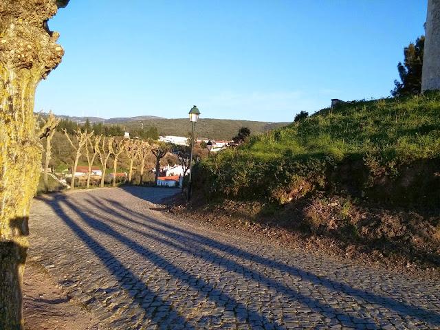 Estrada para o Castelo Porto de Mós