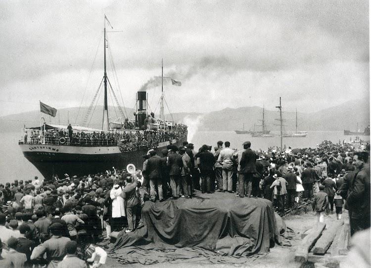 Vapor SANTOFIRME.Vigo, 1921. Colección Fotografica Ayuntamiento de Vigo.jpg