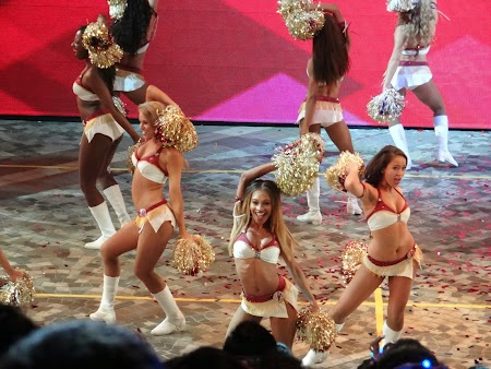 19. Cheerleaders - USA.JPG