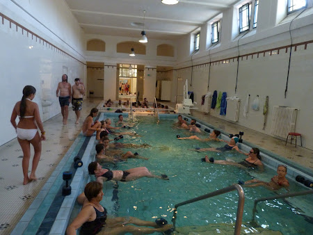 Spa Budapesta: gimnastica in piscina