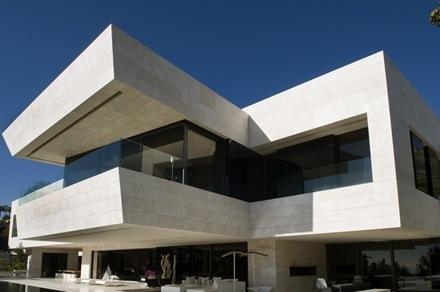 fachada-travertino-casa-marbella-acero_thumb[1]
