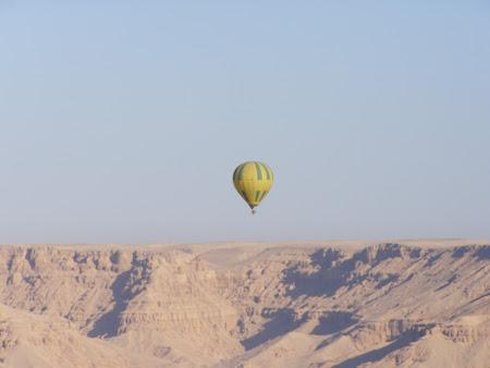 Balon in Egipt peste Valea Regilor