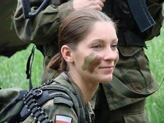 Cục cưng nữ quân nhân Ba Lan.