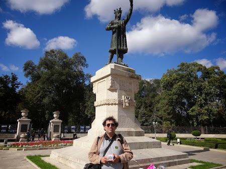 Obiective turistice Chisinau: Statuia lui Stefan cel Mare