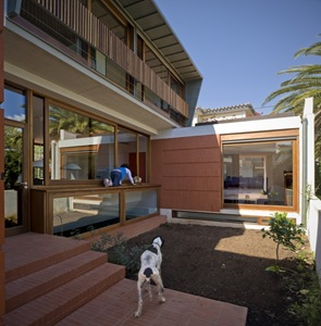 fachada-moderna-madera-y-cristal