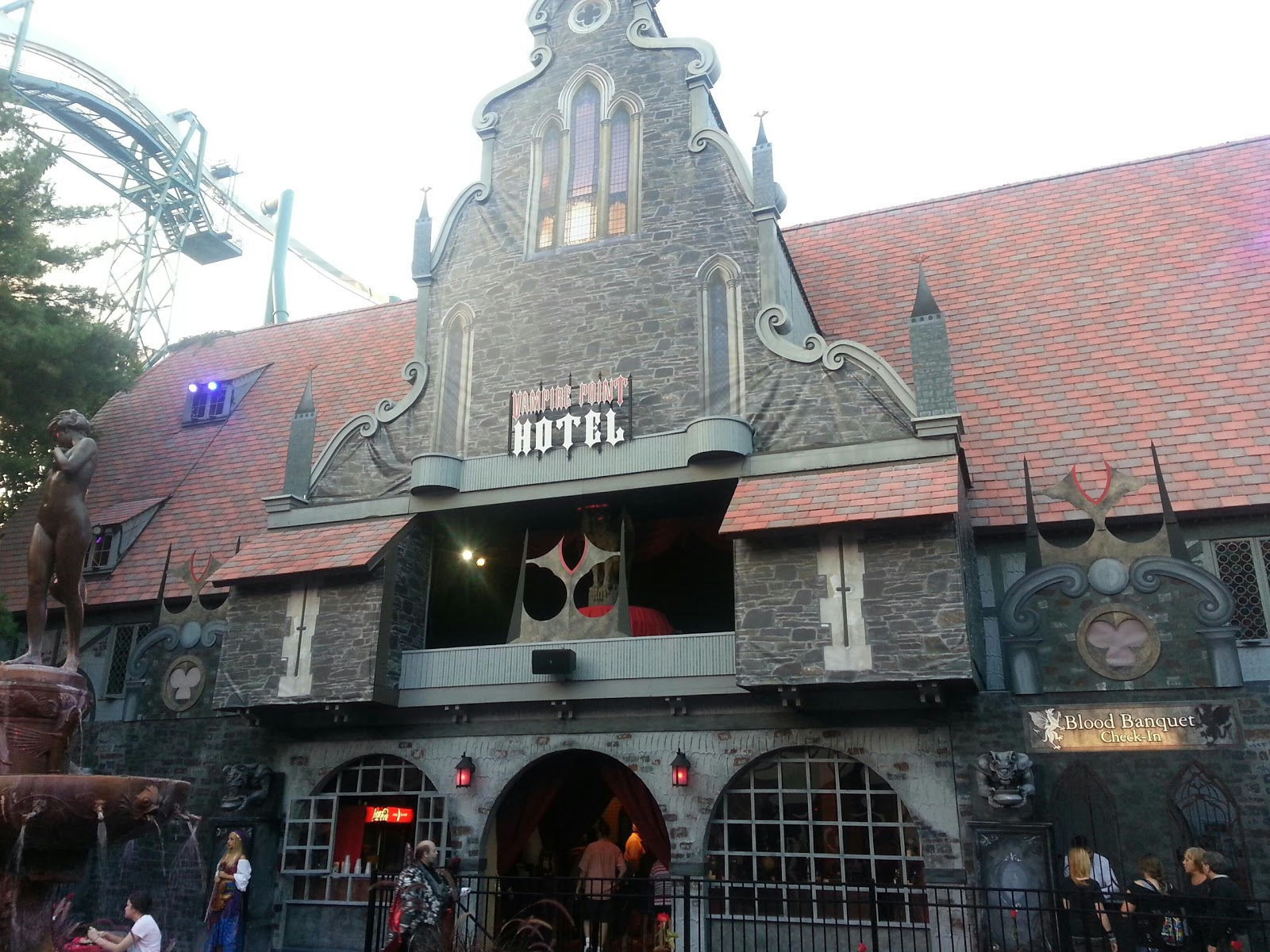 ... Here At Howl O Scream At Busch Gardens Williamsburg. Carrie And I  Decided To Stick Around For A Second Night, But Until The Full Review  Hereu0027s A Picture ...