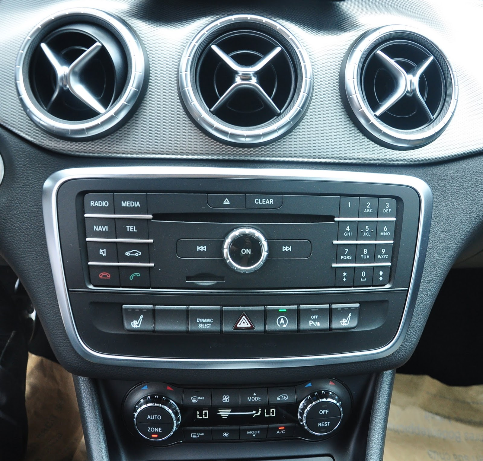 Nội thất xe Mercedes Benz CLA250 4MATIC New Model 06