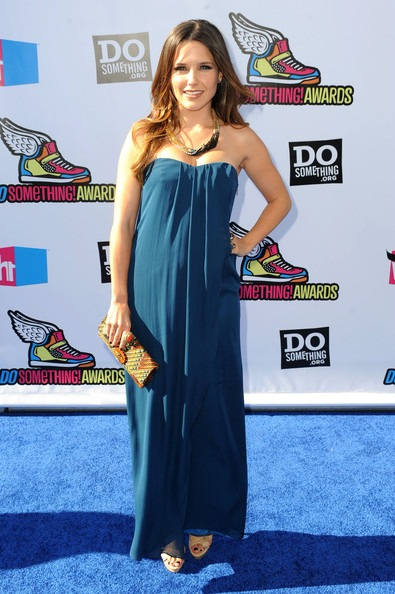 Sophia Bush arrives at the 2011 VH1 Do Something Awards
