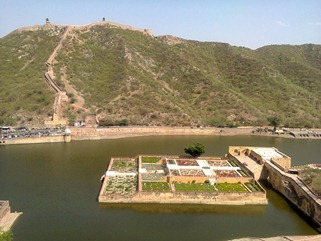 garden-in-the-lake-amer-fort