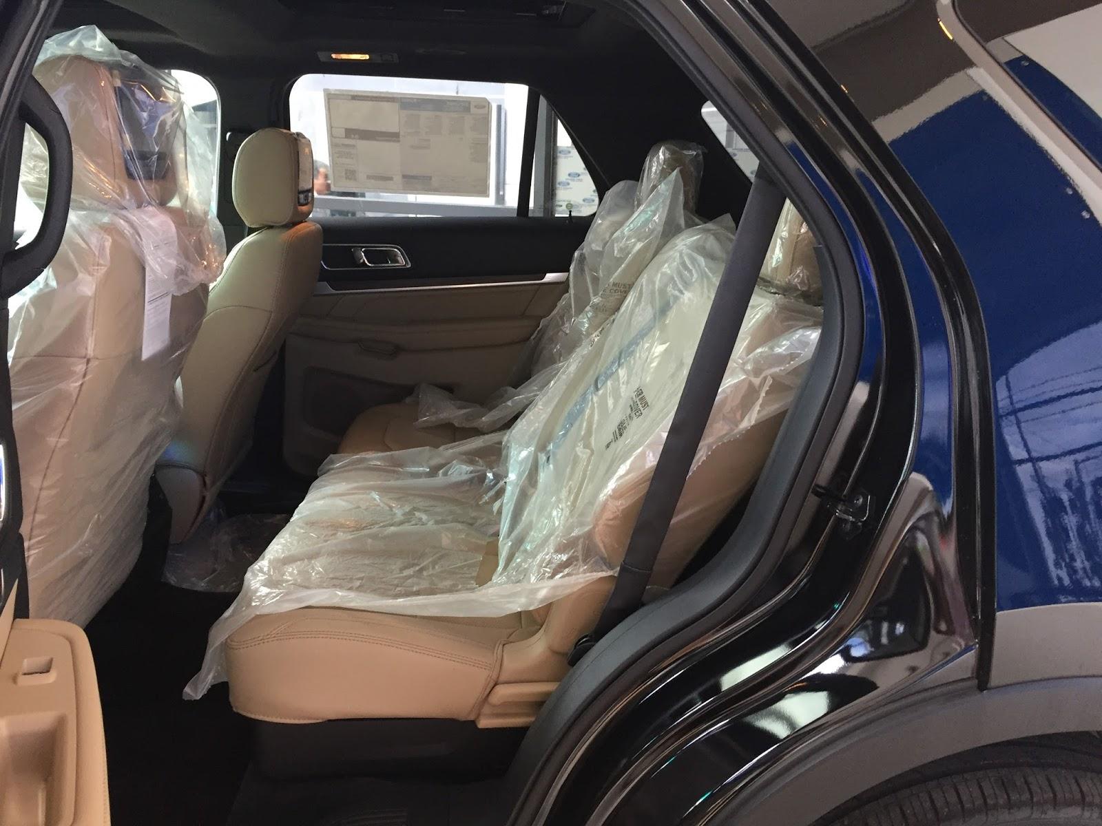 Nội thất xe Ford Explorer Limited 4WD màu xám 05