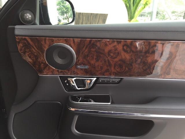 Xe Jaguar XJL Premium Luxury LWB màu đen 010