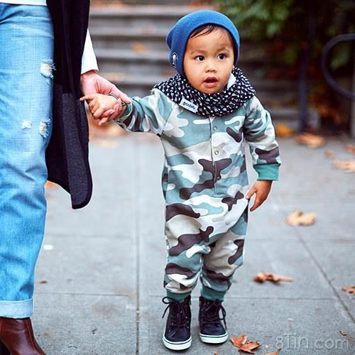 Wanna dress your kid like rich and famous? Check out SCABIBs and