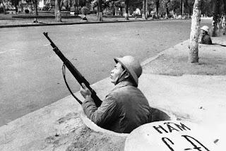 Hầm công sự tại Hà Nội chống máy bay thả bom năm 1972.
