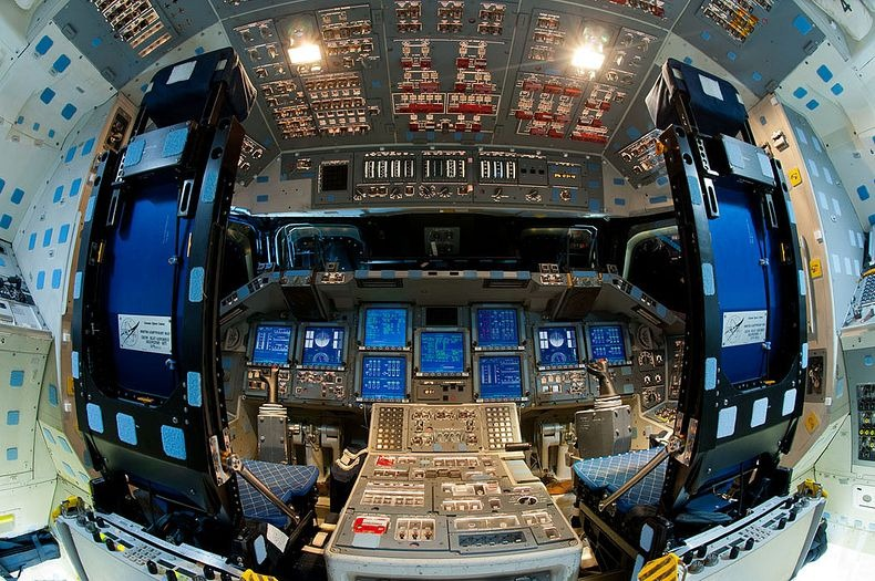 endeavour-flight-deck-16