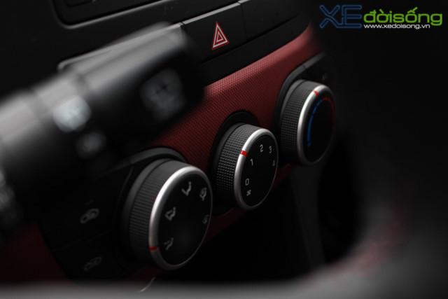 Nội thất xe Hyundai Grand i10 2018 màu đỏ 05