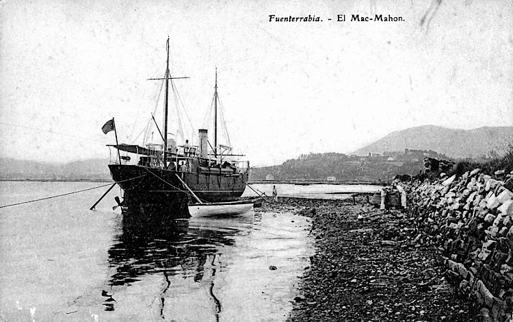 En esta postal del ayuntamiento de Hondarrubia se ve una de las principales caracteristicas del buque. Su doble eje..jpg