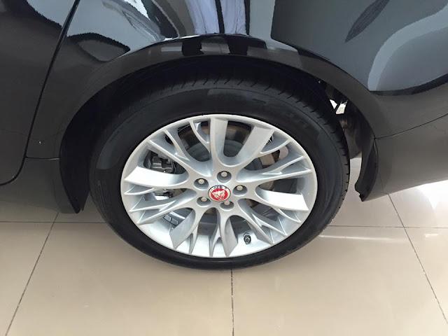 Xe Jaguar XF Premium Luxury 06