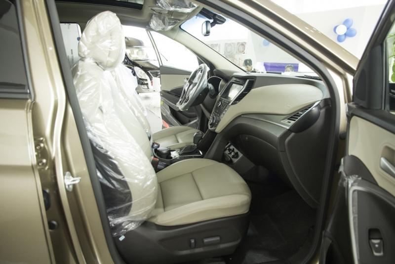 Nội thất xe ô tô 7 chỗ Hyundai Santafe Màu Nâu 02