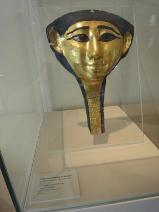 Masque funéraire de femme au Musée des Beaux-Arts à Dijon