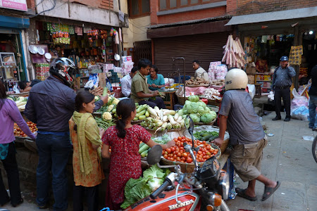 Viata de zi cu zi in Nepal: piata Kathmandu