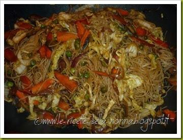 Spaghetti cinesi vegan con verdure e funghi (9)