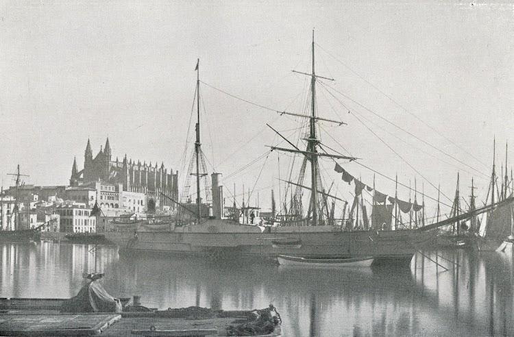 Vapor de guerra VULCANO fondeado en el puerto de Palma. Coleccion J.Llabres Bernal. Del libro DE LA MARINA DE ANTAÑO.JPG