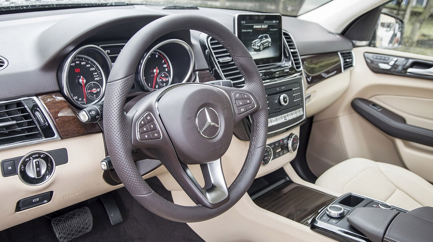 Nội thất xe Mercedes GLE 400 Coupe 4Matic màu trắng 06