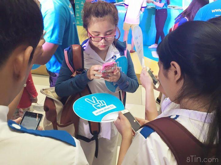 Hoa Hậu Nguyễn Cao Kỳ Duyên đã có mặt tại V live