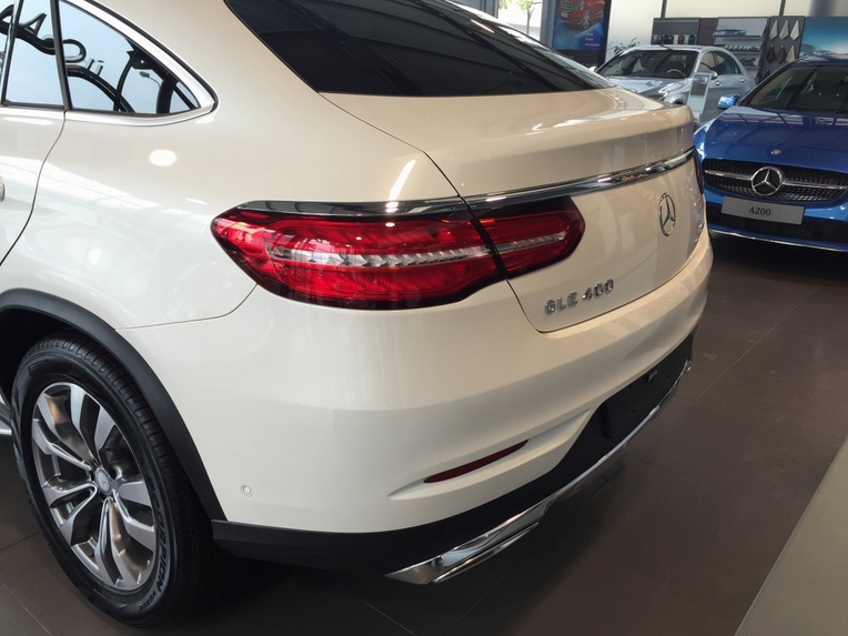 Xe Mercedes GLE 400 Coupe 4Matic màu trắng 08