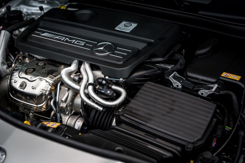 Động cơ xe Mercedes Benz CLA45 AMG 01