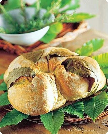 Pagnotta al rosmarino in foglie di castagno