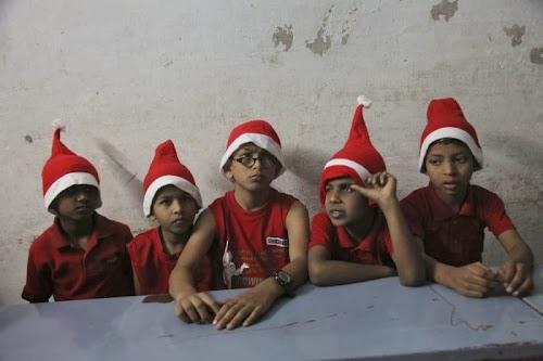 world_celebrating_christmas_04.jpg