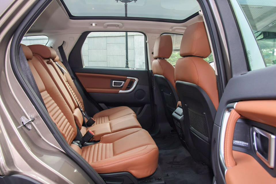 Nội Thất Xe Land Rover Discovery Sport màu vàng cát 05