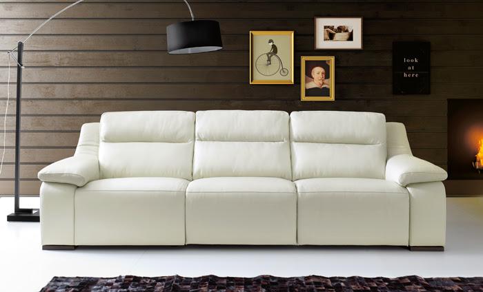 Sofá de piel blanco. ¿Lo pondrías en tu salón?