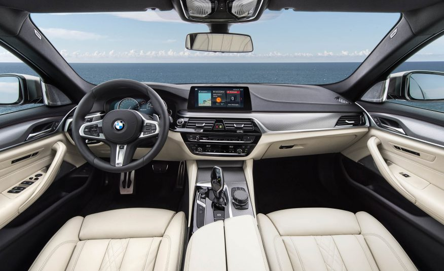 Xe BMW 520i 01