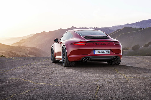 2015-Porsche-Carrera-GTS-05.jpg