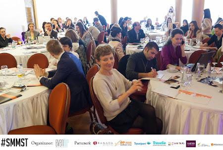 7. sala participanti.jpg