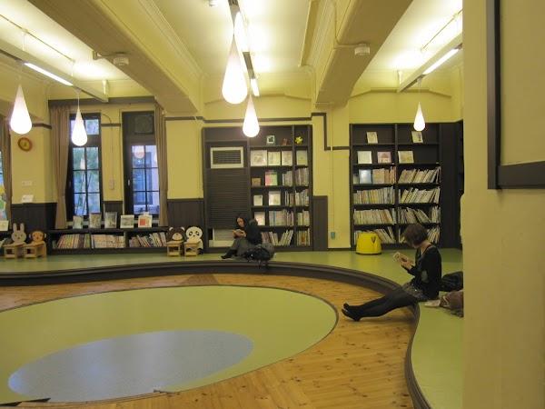 28. sala de lectura, muzeul manga Osaka.JPG