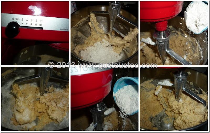 """2. Baja la velocidad a """"mezclar"""" y añade la harina alternando con cucharadas de agua"""