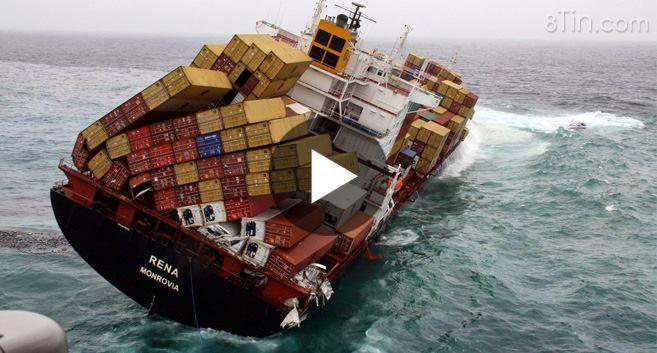thuyền chìm lòng biển