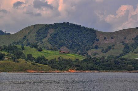 Obiective turistice Costa Rica: In ``croaziera`` pe lacul Arenal.jpg