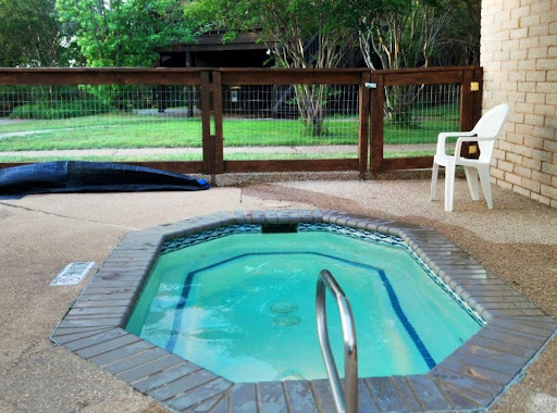 The hot tub at Lake Whitney Thousand Trails park