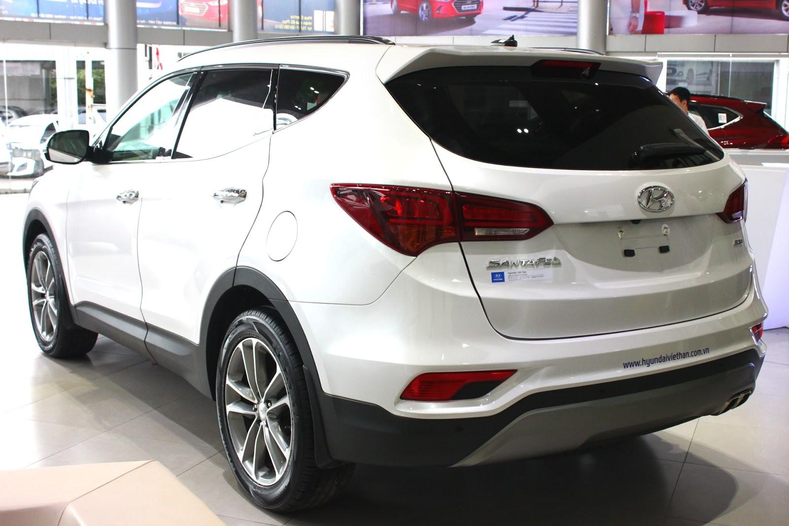 Xe Hyundai Santafe 7 Chỗ máy xăng màu trắng 011
