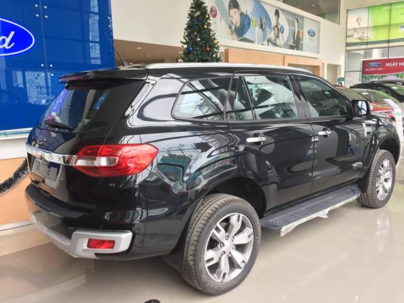 Xe Ford Everest 7 chỗ 2018 màu đen 05