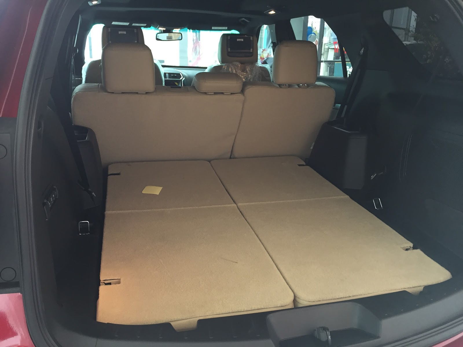 Nội thất xe Ford Explorer Limited 4WD màu xám 07