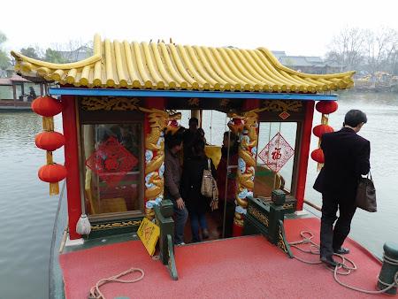 Obiective turistice Yangzhou:  imbarcare West Lake