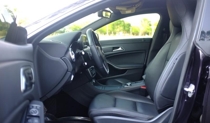 Nội thất xe Mercedes Benz CLA250 4MATIC 2014 AMG Kit màu tím 03